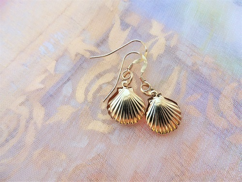 Scallop shells to wish safekeeping