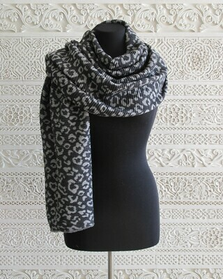 Sansa - Soft Animal Print knitted Wrap