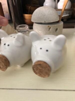 Piggy Salt & Pepper Shakers