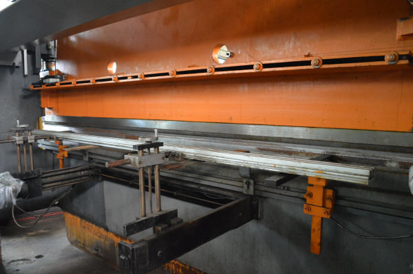 1 - USED 14' PACIFIC 100 TON HYDRAULIC PRESS BRAKE