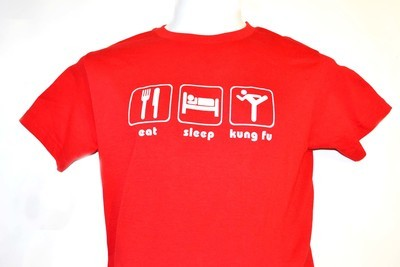 Playera eat sleep kung fu roja.