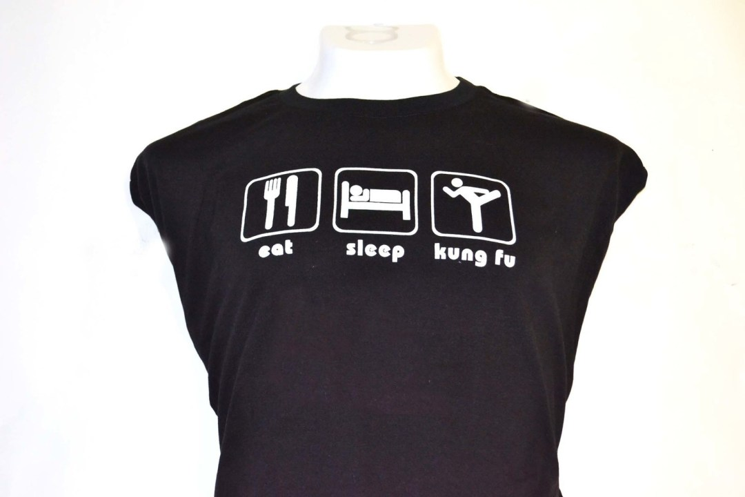 Playera  eat sleep kung fu negra.