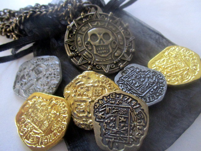 Pirate Coins & Aztec Necklace Gift Set elf45689