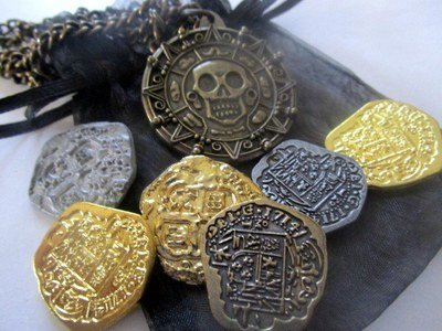 Pirate Coins & Aztec Necklace Gift Set