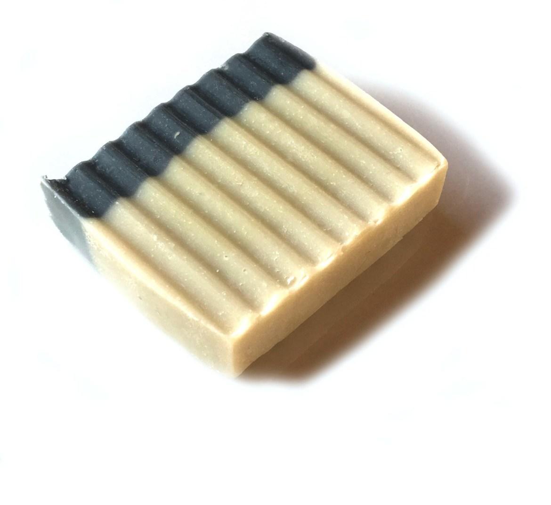 Savon au charbon végétal et poudre de lithothame (athlètes) 00393