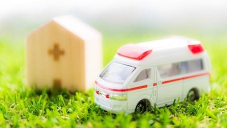 救急車、病院