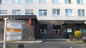 Gebäude und Eingang zur Praxis Dr. med. Björn Geldmacher am Westfalendamm in Dortmund