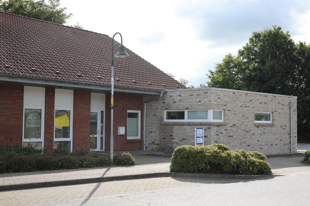 Dies ist der Eingang unserer Praxis direkt neben der Birklandapotheke und gegenüber des Lidl in Wees.
