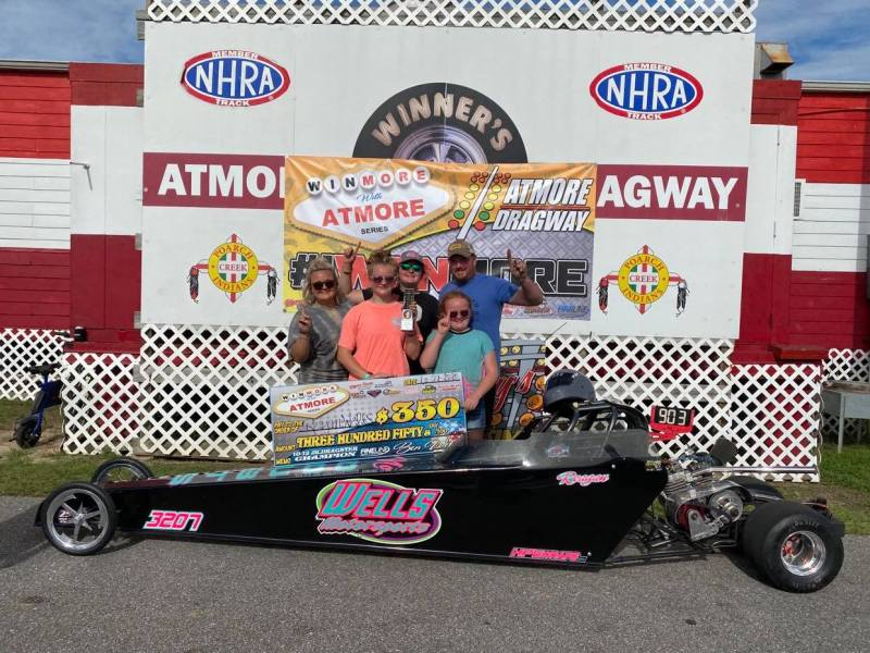 winmore with atmore 10-12 junior dragster winner reagan wells