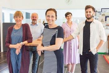 Grønbech-teamet med Susanne Lindø Grønbech i centrum – flankeret af Camilla Heyde og Mikael Winkler til venstre samt Emilie Greve Falbe-Hansen og Andreas Holmelund til højre. Foto: Hans Jacob Sørensen.