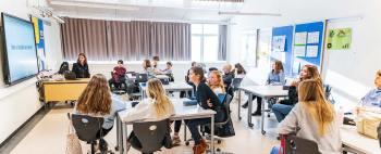 8.- og 9.-klasserne på Store Magleby Skole deltog i undervisningsforløbet »I Sandhedens Tjeneste«, som var arrangeret af DR. Foto: TorbenStender.