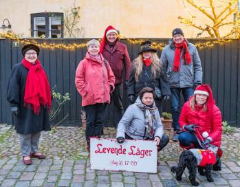 Holdet bag Levende Låger – og julehunden Smilla. Foto: TorbenStender.