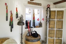 Køller og rom er lokalt i Dragør to vigtige ting ved fejringen af fastelavn. Foto: TorbenStender.