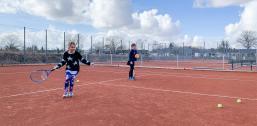 To af Dragør Tennis' baner er allerede blevet åbnet. Det er cirka en måned tidligere, end det normalt er tilfældet.