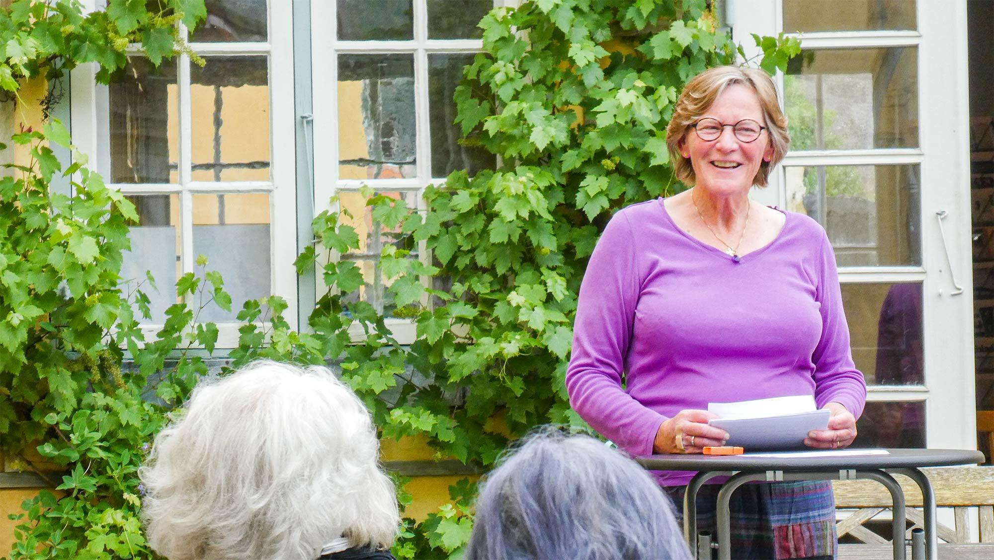 Monika L. Petersen fortæller bl.a. om arbejdet med sine bøger.