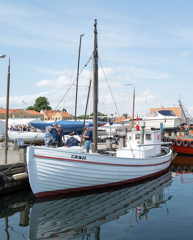 Ud over kunst kunne man i weekenden også besøge museumskutteren Elisabeth K571 på havnen. Foto: TorbenStender.