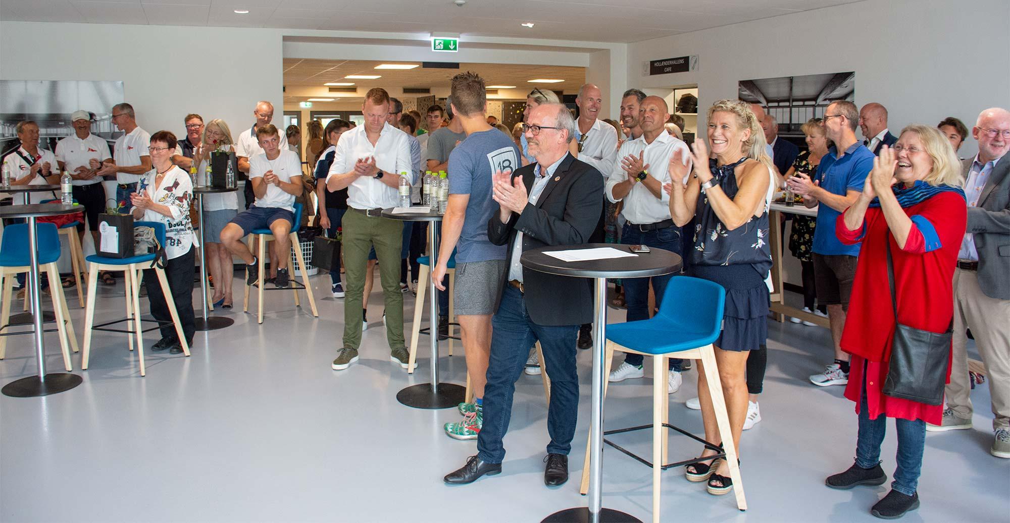 Mange var mødt op for at hylde prismodtagerne. Foto: Hans Jacob Sørensen.