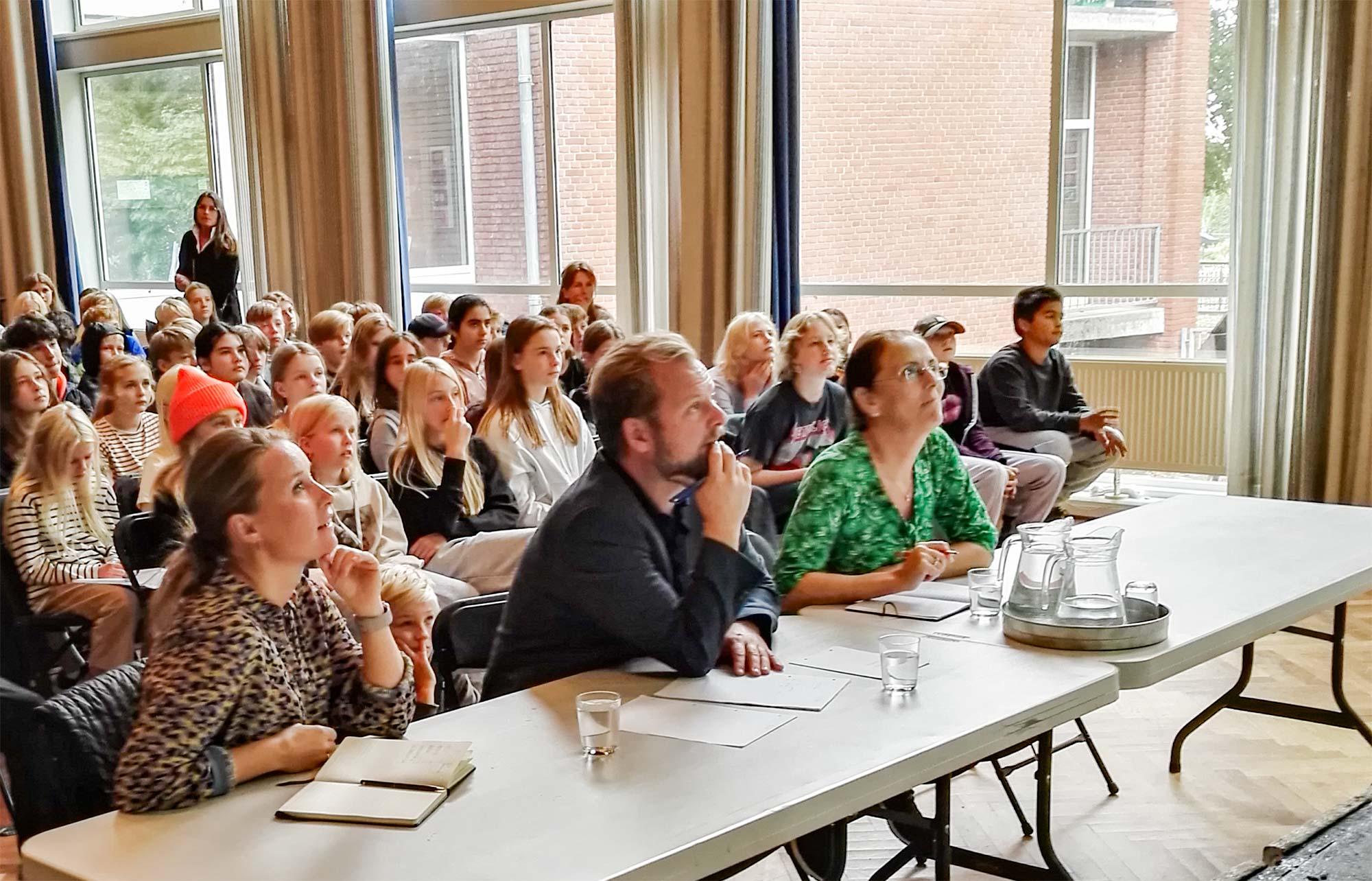 De tre dommere (fra venstre) Anne Kirstine Ellegaard, Rasmus Johnsen samt Susanne Lindø Grønbech følger opmærksomt med i præsentationerne.