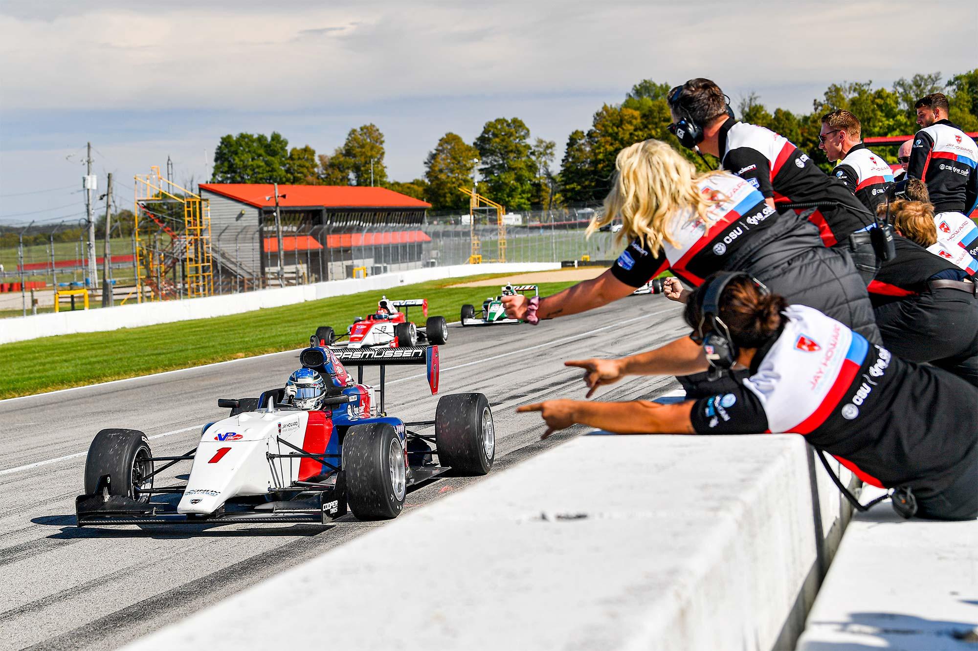 Sejren i næstsidste løb var ensbetydende med, at Christian Rasmussen blot skulle stille til start i sidste løb for at vinde Indy Pro 2000-mesterskabet.