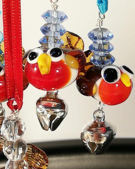 multiple robins closeup