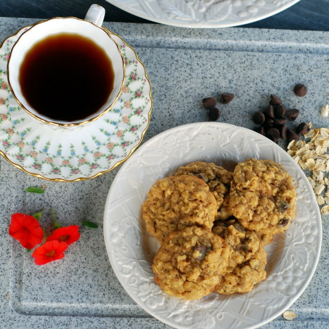 oatmeal cookies with flowers and chips overview
