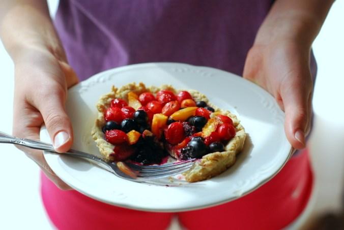 fruit tart in hands