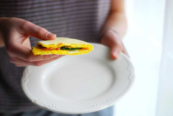 egg & tortilla fold in hands2
