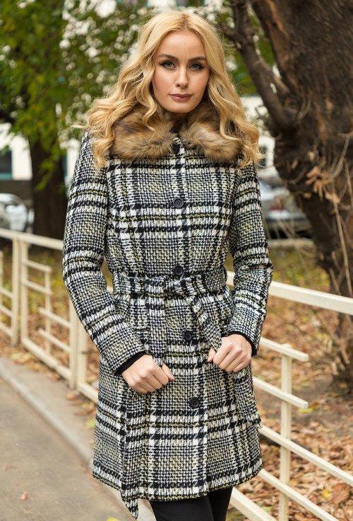 palton dama in carouri