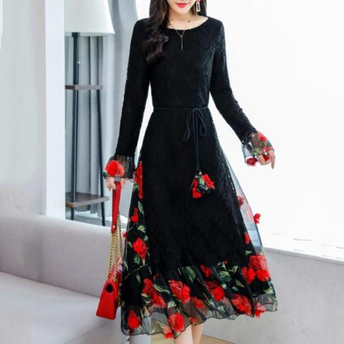 rochie cu flori brodate