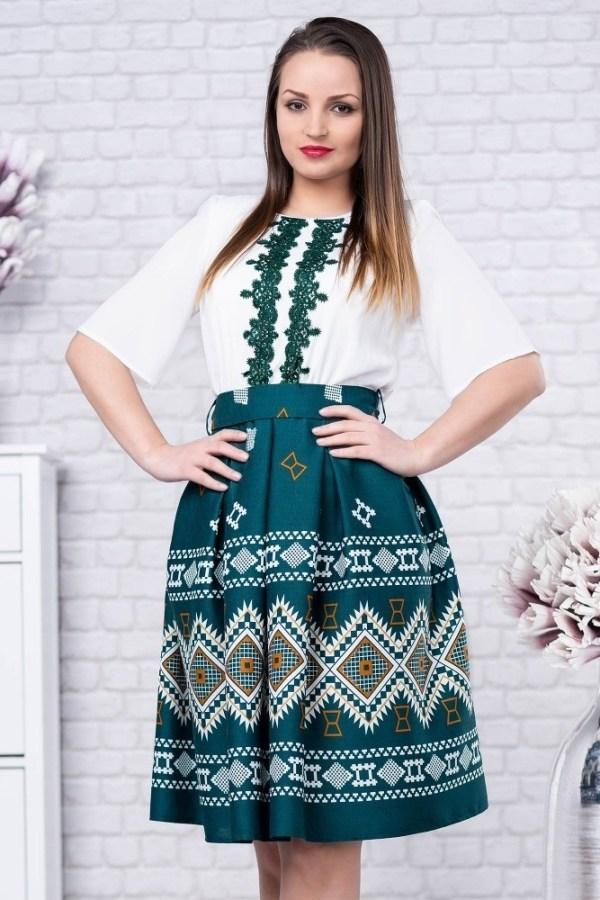 Rochie cu motive traditionale verde cu fusta ampla Ilinca