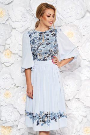 Rochie albastra-deschis de ocazie in clos din voal captusita pe interior cu aplicatii de dantela LaDonna