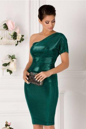 Rochie de seara eleganta pe un umar