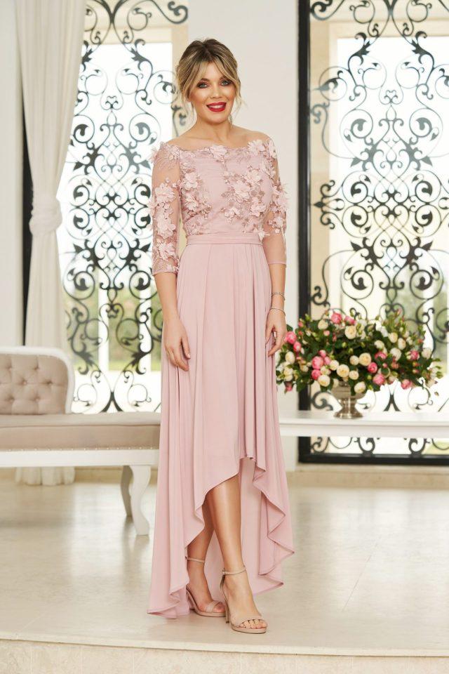 Rochie rosa de ocazie asimetrica in clos accesorizata cu cordon