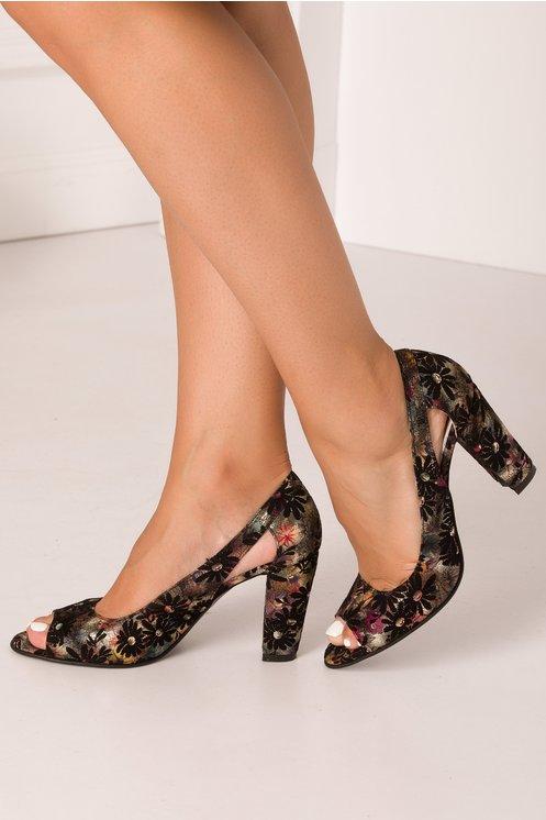 Pantofi negri cu insertii florale colorate