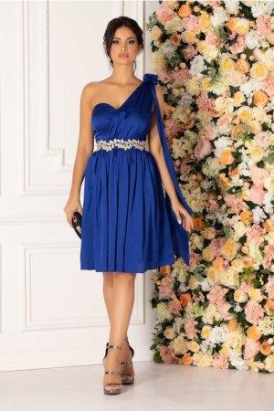 Rochie albastra eleganta cu un umar gol cu pliuri delicate