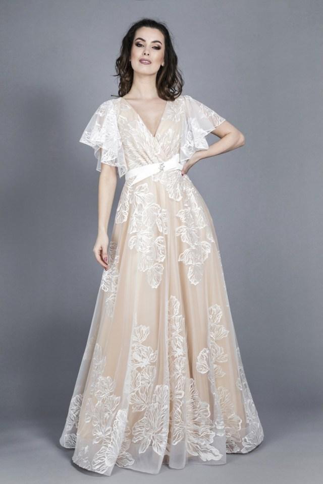 Rochie de mireasa lunga din dantela ivoire tip printesa