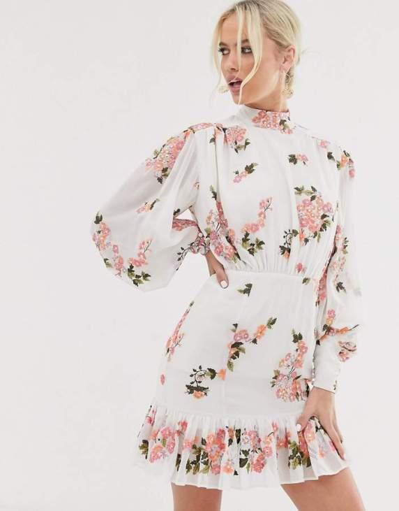 Rochie scurta eleganta cambrata la talie cu imprimeu floral