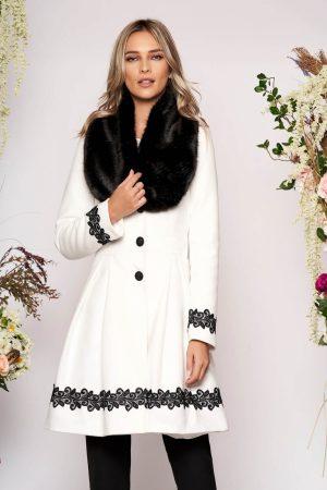 Palton alb elegant lung in clos cu guler din blana ecologica