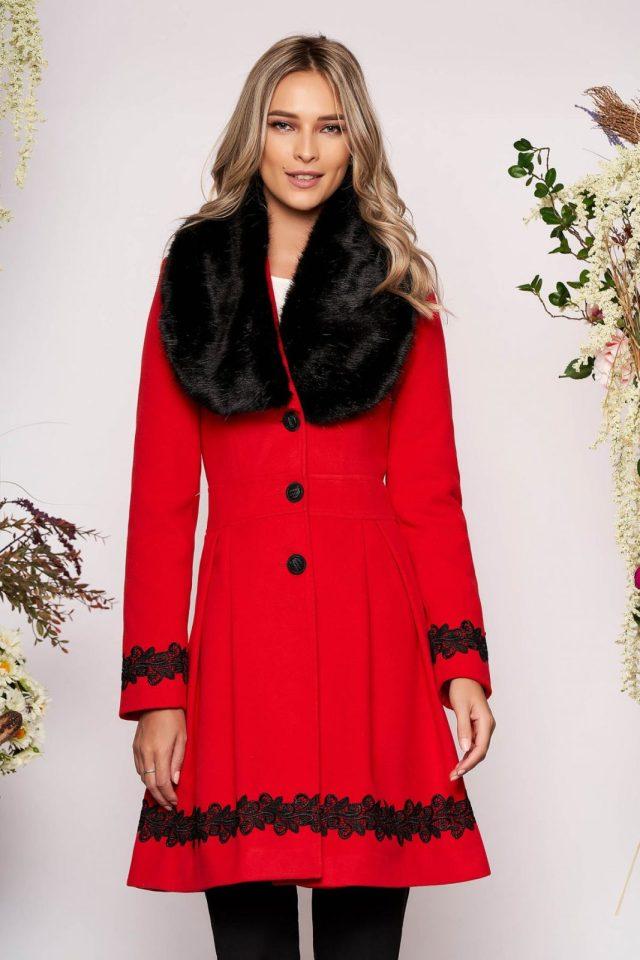 Palton rosu elegant lung in clos cu guler din blana ecologica