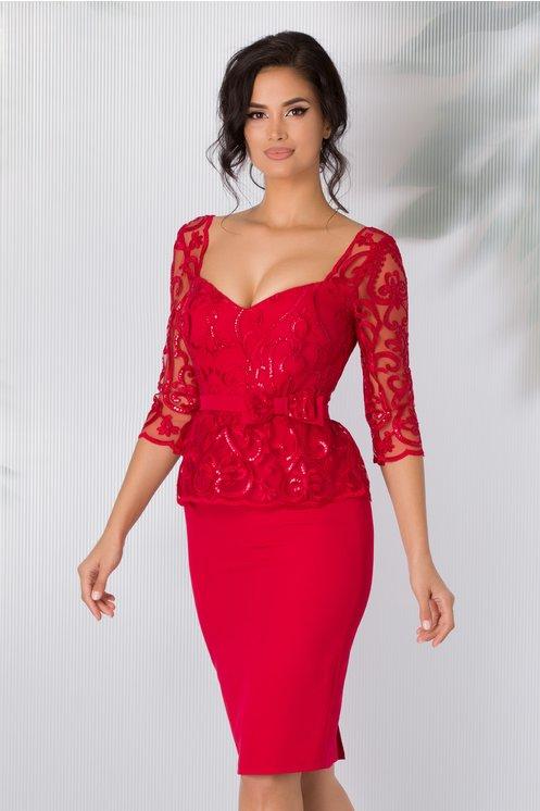 Rochie de ocazie eleganta rosie cu broderie florala si peplum in talie