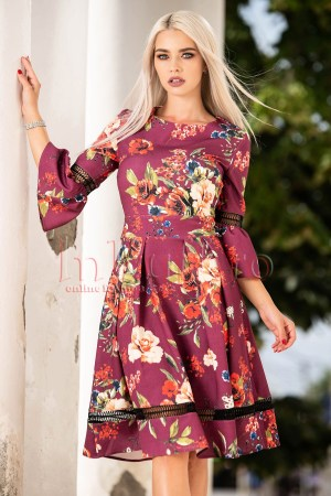 Rochie de zi cu imprimeu accesorizata cu dantela si volane la maneci