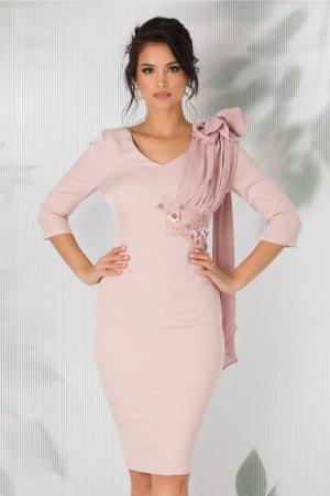 Rochie roz prafuit eleganta cu broderie si flori 3D pe o parte