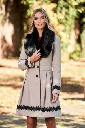 Palton dama elegant cappuccino lung in clos cu guler din blana ecologica