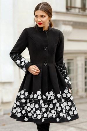 Palton dama negru scurt evazat cu imprimeu din stofa