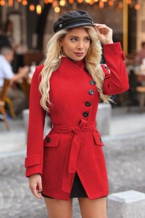 Palton dama rosu scurt cambrat cu guler inalt