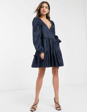 Rochie eleganta de zi scurta bleumarin in clos cu funda la talie Asos