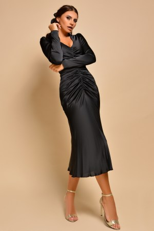 Rochie eleganta midi saten negru cu decolteu adanc si maneci lungi