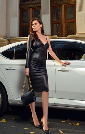 Rochie midi neagra eleganta din piele ecologica