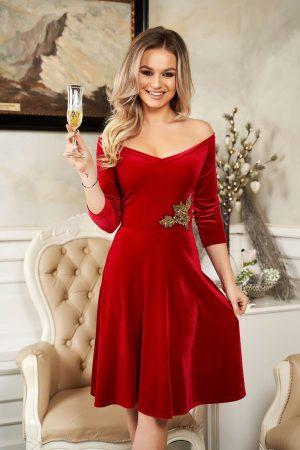 Rochie de ocazie rosie din catifea cu croi in clos cu aplicatii din paiete