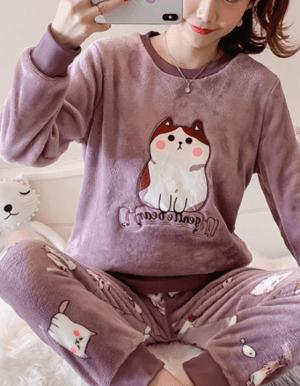 Pijamele din plus cu model pisica